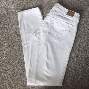 White American Eagle Skinny Jeans